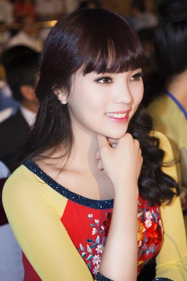 Hoa hậu Kỳ Duyên đẹp ngỡ ngàng với tóc mái ngố - ảnh 11