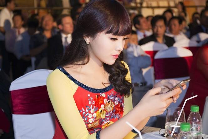 Hoa hậu Kỳ Duyên đẹp ngỡ ngàng với tóc mái ngố - ảnh 7