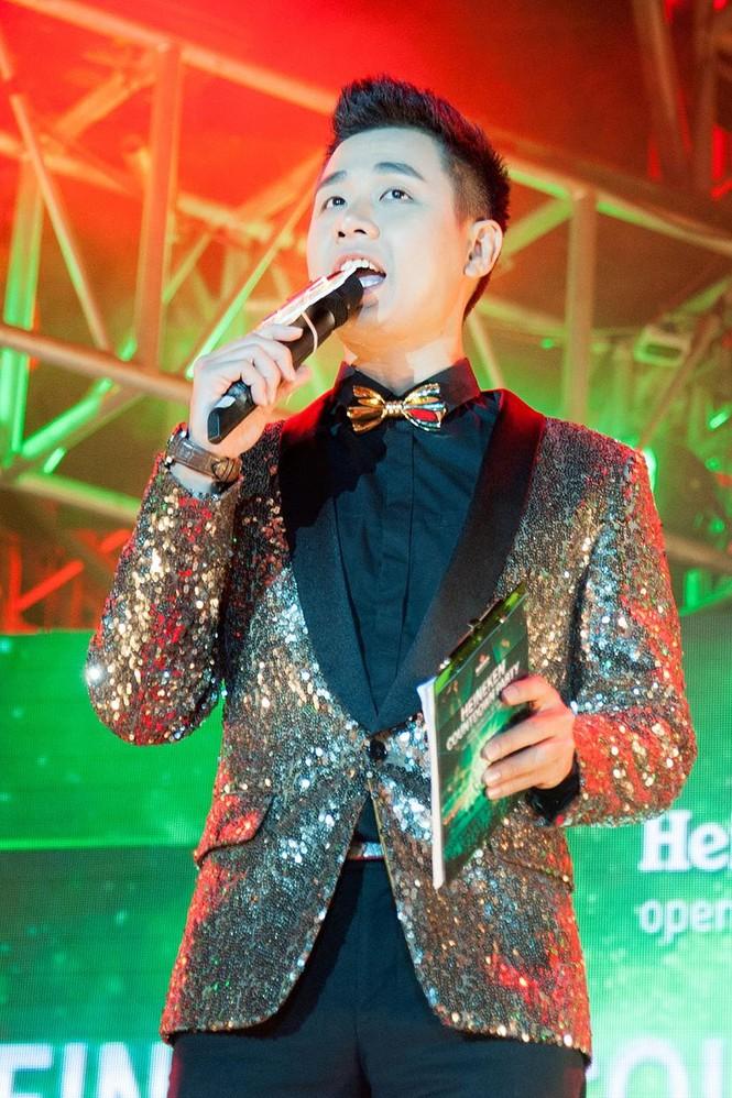 Hoàng Thùy Linh gợi cảm 'đốt cháy' đêm nhạc chào 2015 - ảnh 12