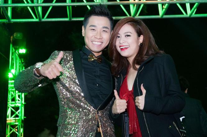 Hoàng Thùy Linh gợi cảm 'đốt cháy' đêm nhạc chào 2015 - ảnh 1