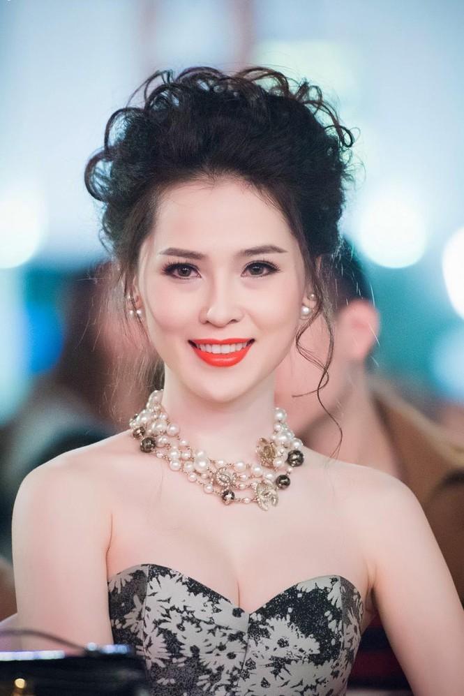 Thái Như Ngọc vai trần gợi cảm đón năm mới - ảnh 9