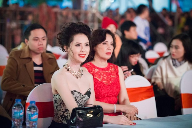 Thái Như Ngọc vai trần gợi cảm đón năm mới - ảnh 10