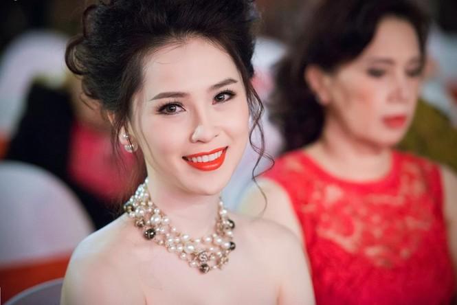 Thái Như Ngọc vai trần gợi cảm đón năm mới - ảnh 11