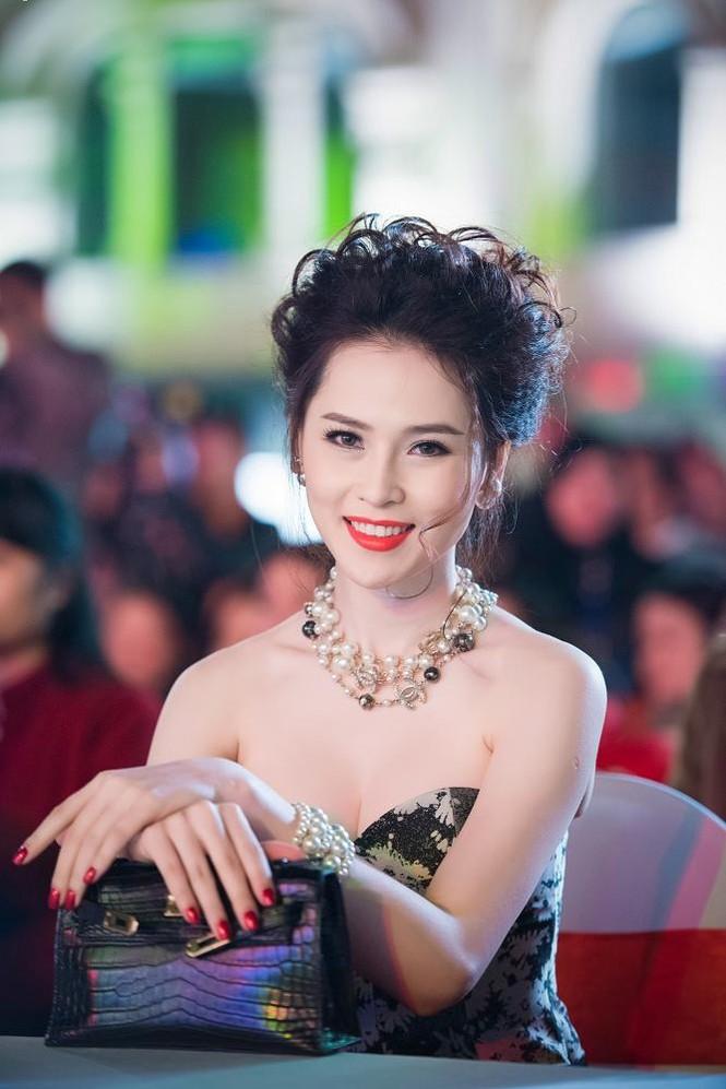 Thái Như Ngọc vai trần gợi cảm đón năm mới - ảnh 7