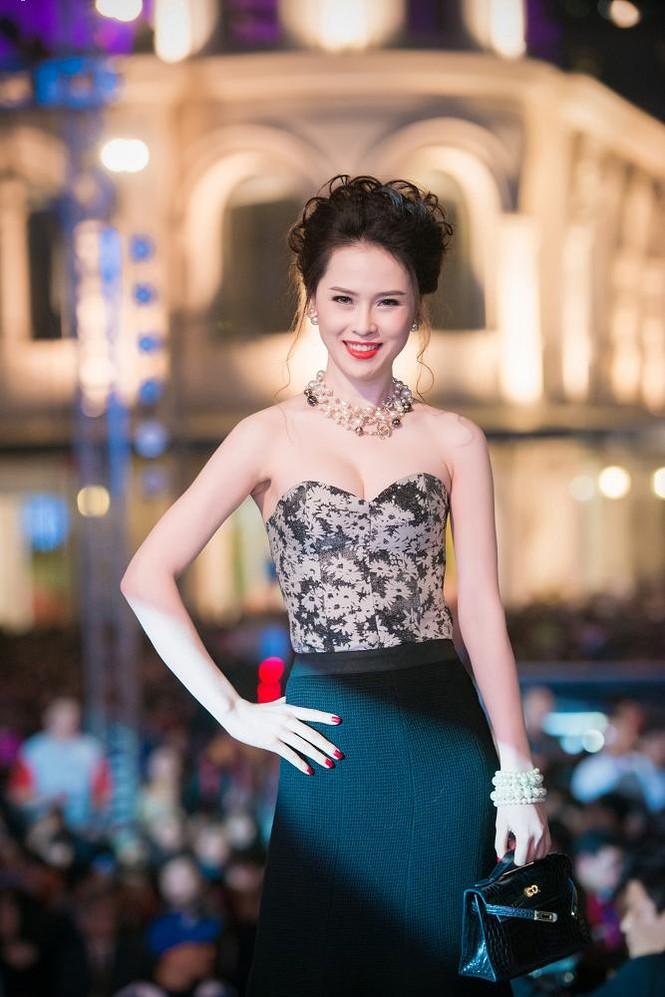 Thái Như Ngọc vai trần gợi cảm đón năm mới - ảnh 6