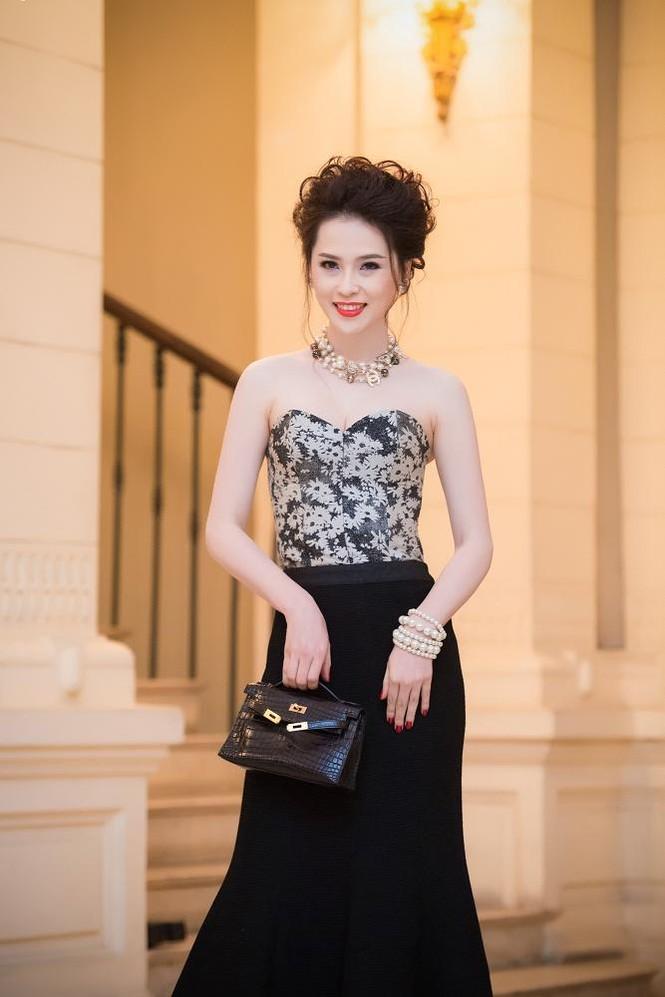 Thái Như Ngọc vai trần gợi cảm đón năm mới - ảnh 1