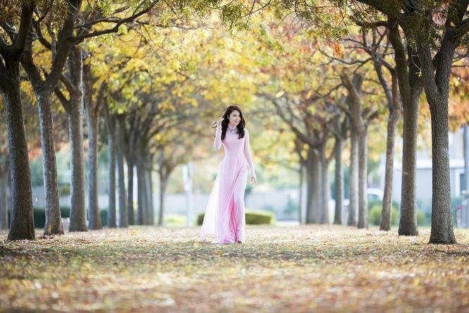 Jennifer Chung đẹp tinh khôi sáng đầu năm với áo dài - ảnh 1