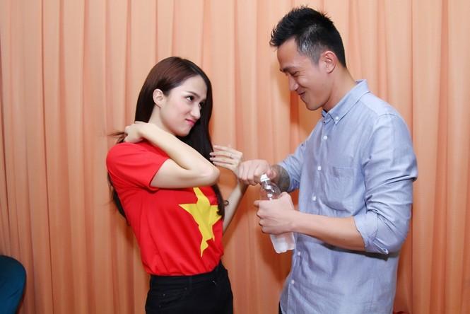 Bạn trai tháp tùng Hương Giang Idol thi Bước nhảy hoàn vũ - ảnh 2