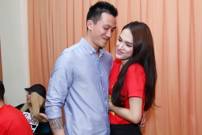 Bạn trai tháp tùng Hương Giang Idol thi Bước nhảy hoàn vũ - ảnh 3
