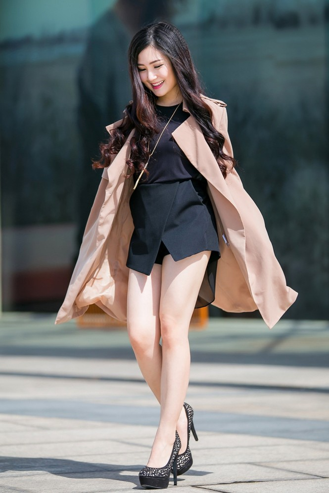 Hương Tràm mặc váy siêu ngắn, khoe chân thon quyến rũ - ảnh 4