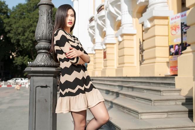 Trương Quỳnh Anh sành điệu trên đường phố Hà Nội - ảnh 8