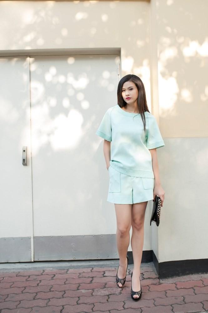 Trương Quỳnh Anh sành điệu trên đường phố Hà Nội - ảnh 11