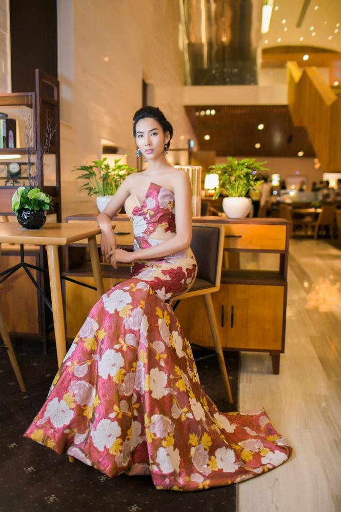Sao Việt 'đọ' vẻ quyến rũ với Hoa hậu thế giới 2011 - ảnh 5