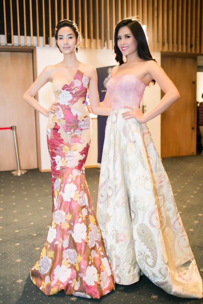 Sao Việt 'đọ' vẻ quyến rũ với Hoa hậu thế giới 2011 - ảnh 3