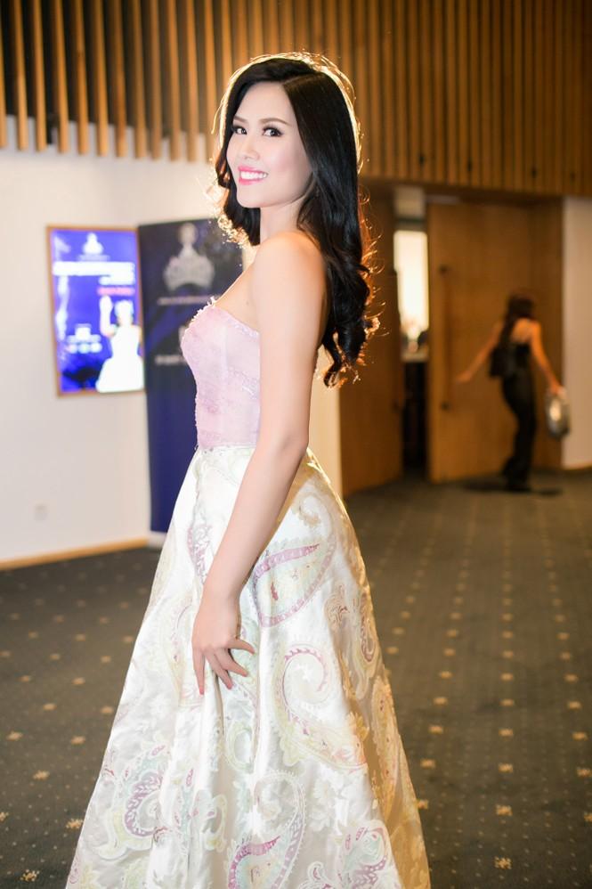 Sao Việt 'đọ' vẻ quyến rũ với Hoa hậu thế giới 2011 - ảnh 2