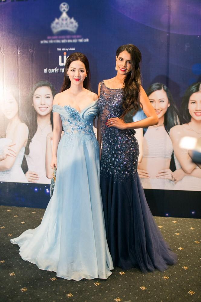 Sao Việt 'đọ' vẻ quyến rũ với Hoa hậu thế giới 2011 - ảnh 8