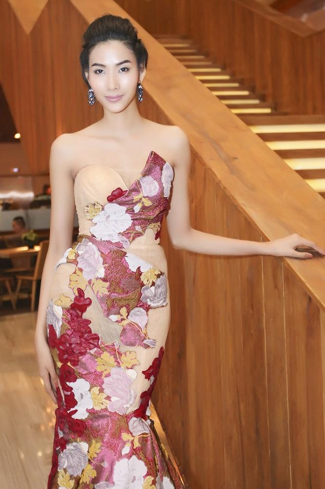 Sao Việt 'đọ' vẻ quyến rũ với Hoa hậu thế giới 2011 - ảnh 4