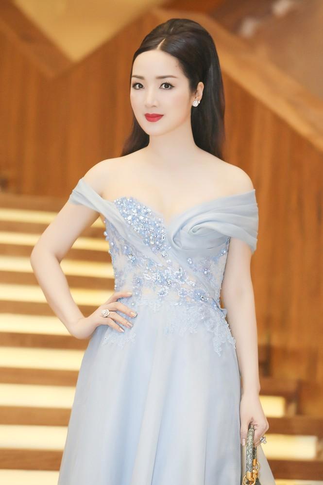 Sao Việt 'đọ' vẻ quyến rũ với Hoa hậu thế giới 2011 - ảnh 7