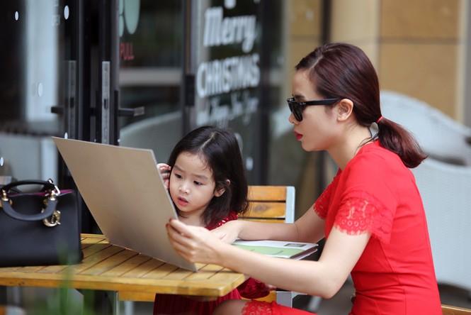 Lưu Hương Giang xách túi trăm triệu xuống phố cùng con gái - ảnh 7