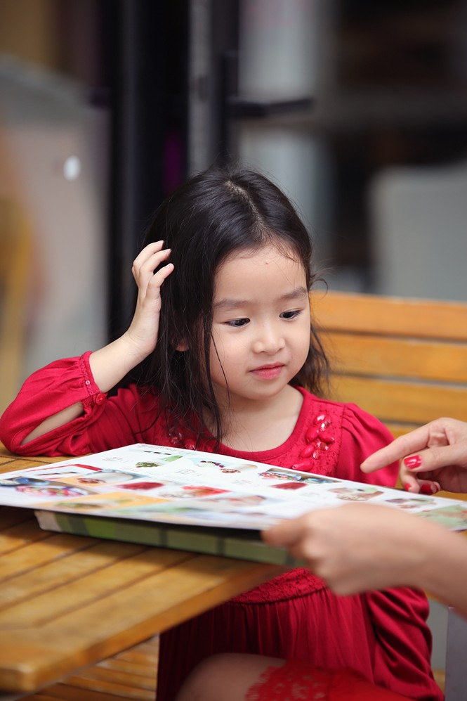 Lưu Hương Giang xách túi trăm triệu xuống phố cùng con gái - ảnh 10