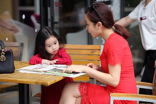 Lưu Hương Giang xách túi trăm triệu xuống phố cùng con gái - ảnh 8