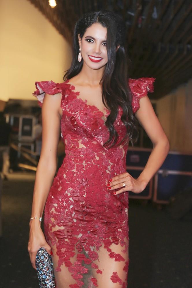 Sao Việt 'đọ' vẻ quyến rũ với Hoa hậu thế giới 2011 - ảnh 10