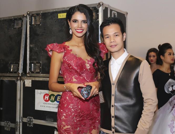 Sao Việt 'đọ' vẻ quyến rũ với Hoa hậu thế giới 2011 - ảnh 11
