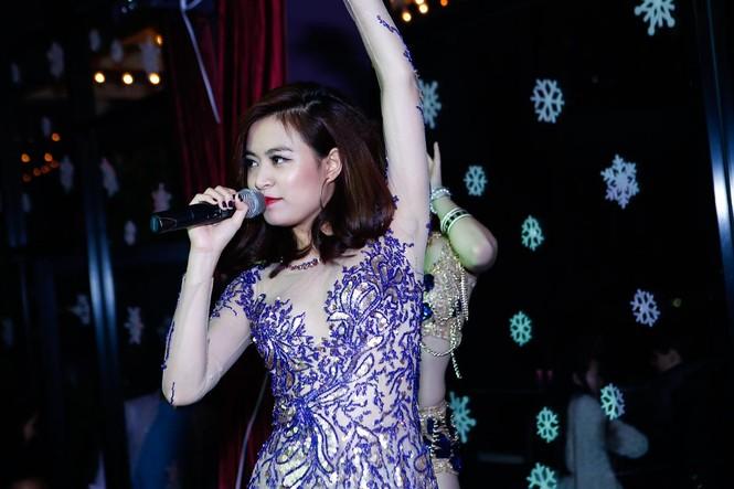Hà Hồ, Hoàng Thùy Linh mặc gợi cảm 'đọ' vũ đạo bốc lửa - ảnh 6