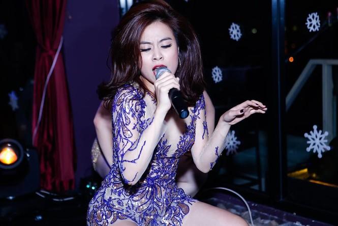 Hà Hồ, Hoàng Thùy Linh mặc gợi cảm 'đọ' vũ đạo bốc lửa - ảnh 4
