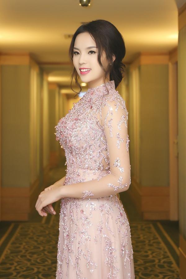 Hoa hậu Kỳ Duyên xinh đẹp đi sự kiện cùng mẹ - ảnh 10