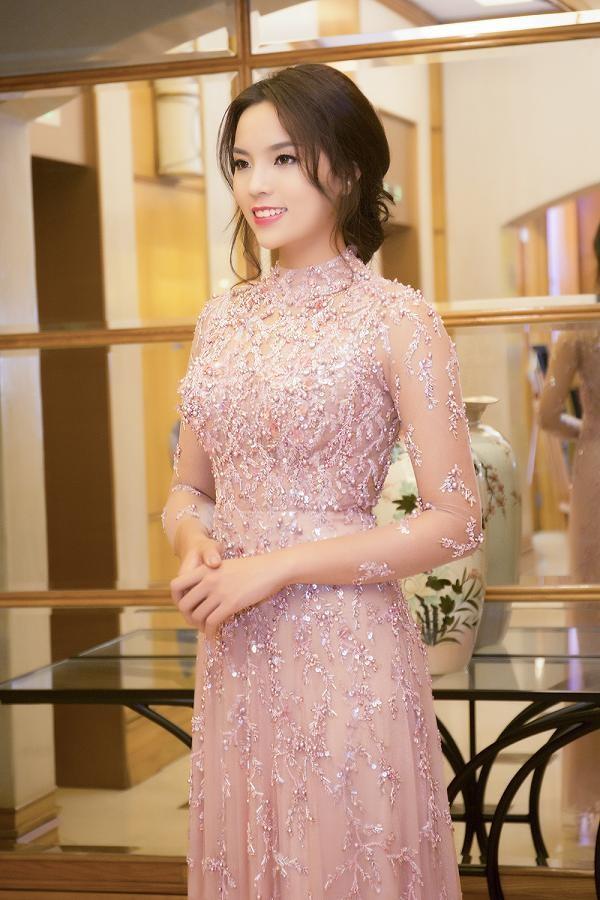 Hoa hậu Kỳ Duyên xinh đẹp đi sự kiện cùng mẹ - ảnh 4