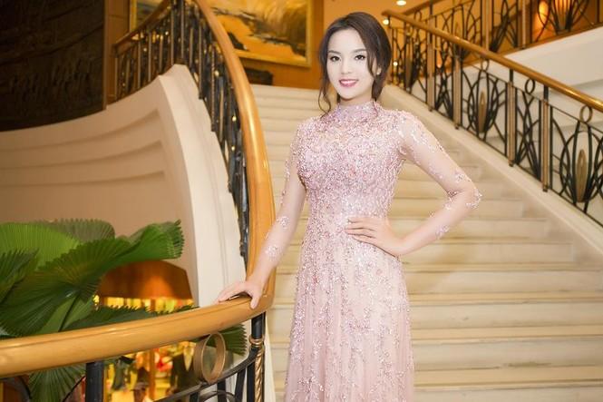 Hoa hậu Kỳ Duyên xinh đẹp đi sự kiện cùng mẹ - ảnh 3