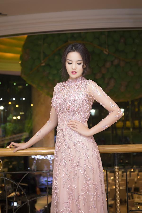 Hoa hậu Kỳ Duyên xinh đẹp đi sự kiện cùng mẹ - ảnh 2