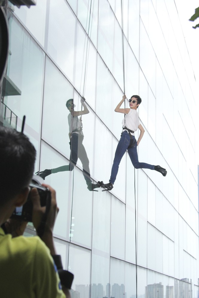 Top 6 Next Top Model 'thót tim' khi chụp ảnh trên cao - ảnh 10