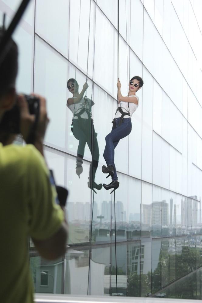 Top 6 Next Top Model 'thót tim' khi chụp ảnh trên cao - ảnh 9