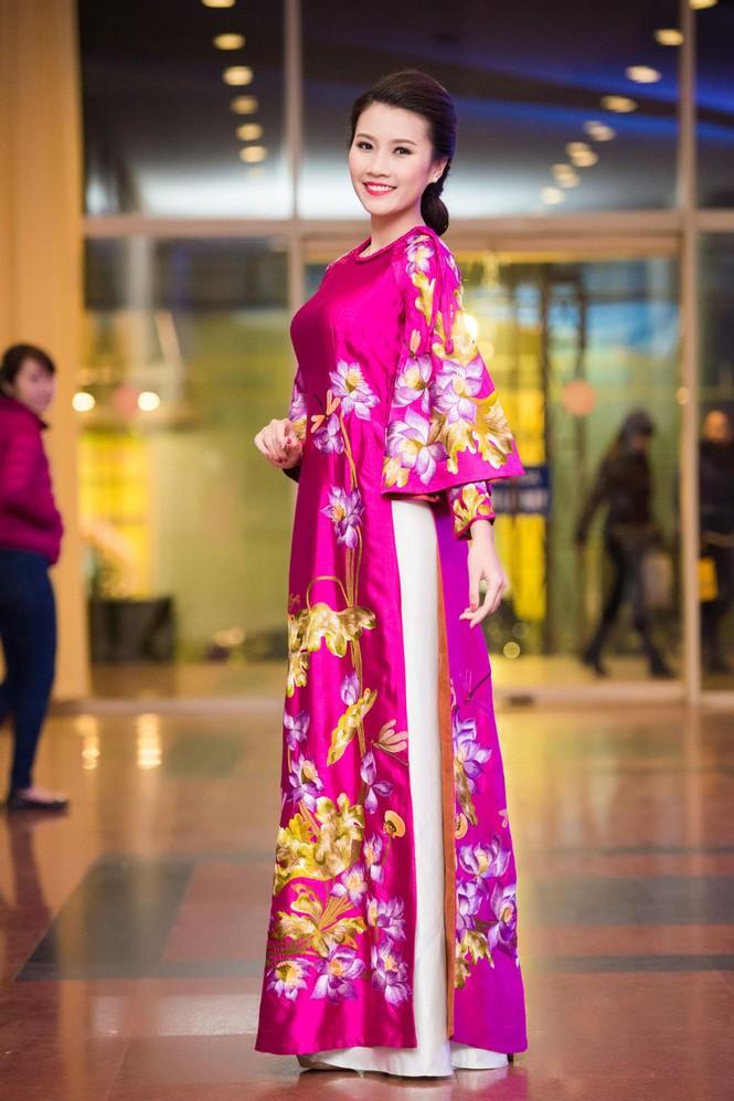 'Người đẹp làn da' Thanh Tú duyên dáng với áo dài - ảnh 2