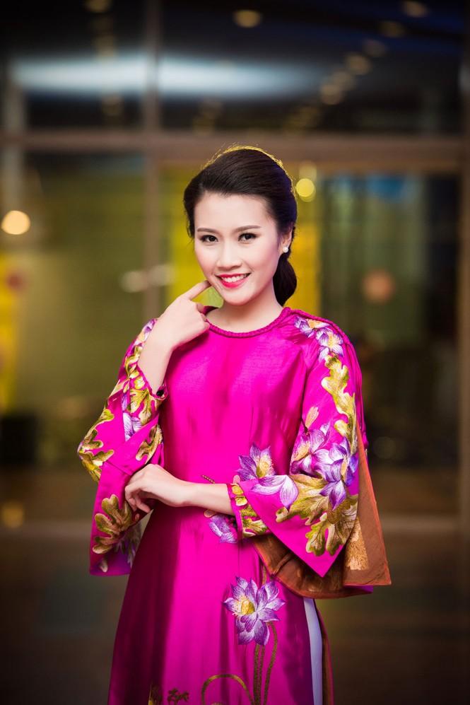 'Người đẹp làn da' Thanh Tú duyên dáng với áo dài - ảnh 3