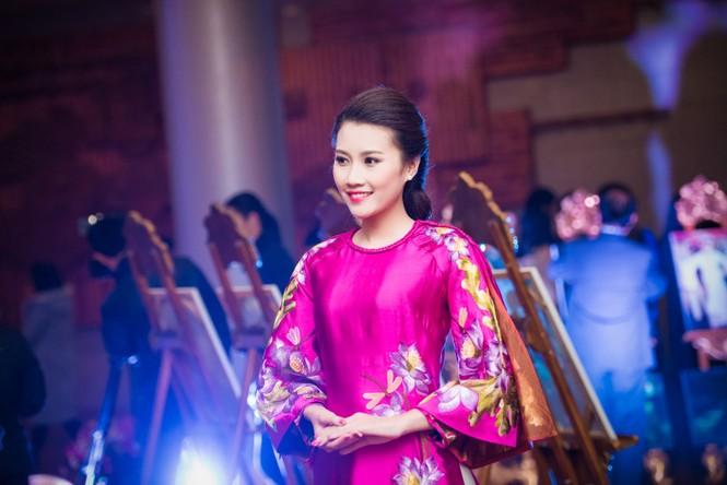 'Người đẹp làn da' Thanh Tú duyên dáng với áo dài - ảnh 5