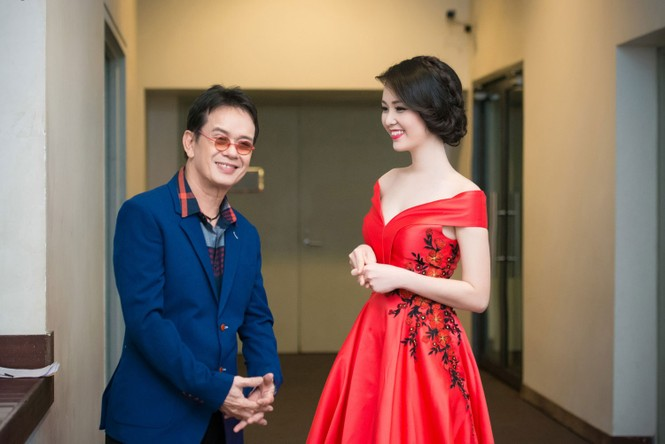 Á hậu Thụy Vân diện váy đỏ rực, duyên dáng làm MC - ảnh 4