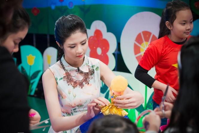 Hoa hậu Ngọc Hân giản dị, xinh đẹp làm cô giáo - ảnh 4