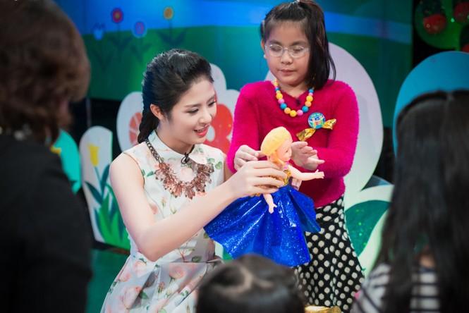 Hoa hậu Ngọc Hân giản dị, xinh đẹp làm cô giáo - ảnh 5