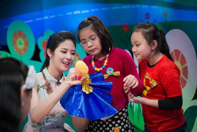 Hoa hậu Ngọc Hân giản dị, xinh đẹp làm cô giáo - ảnh 7