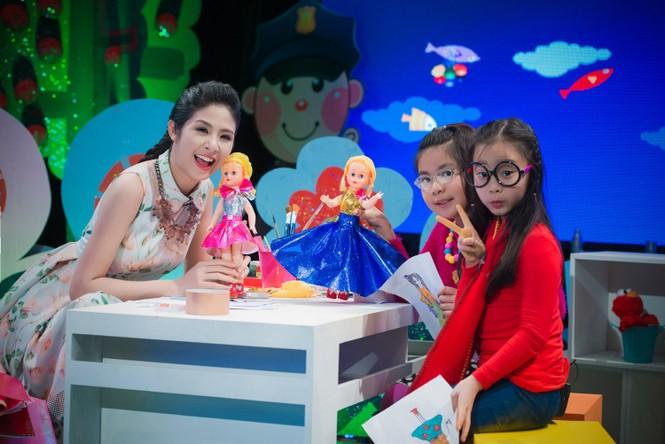 Hoa hậu Ngọc Hân giản dị, xinh đẹp làm cô giáo - ảnh 8