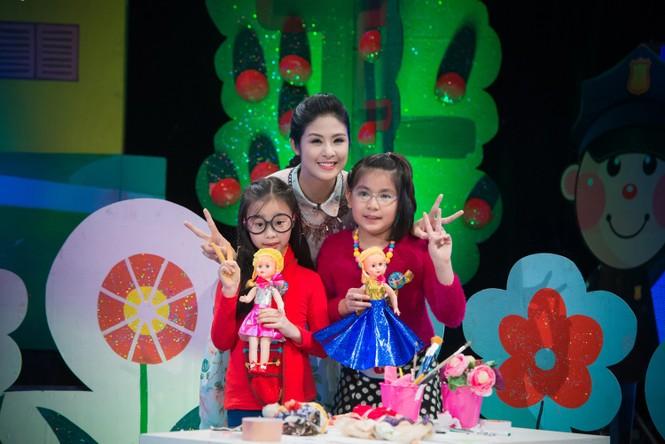 Hoa hậu Ngọc Hân giản dị, xinh đẹp làm cô giáo - ảnh 10