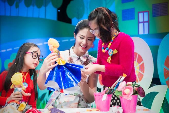 Hoa hậu Ngọc Hân giản dị, xinh đẹp làm cô giáo - ảnh 11