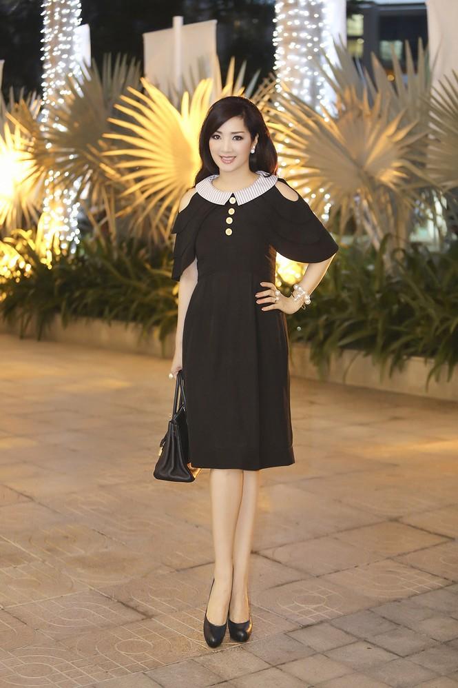 Hoa hậu Giáng My xinh đẹp, trẻ trung đi làm giám khảo - ảnh 1