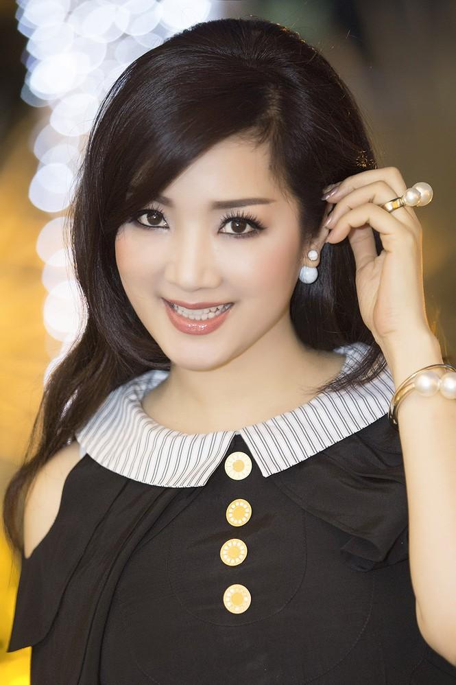 Hoa hậu Giáng My xinh đẹp, trẻ trung đi làm giám khảo - ảnh 7