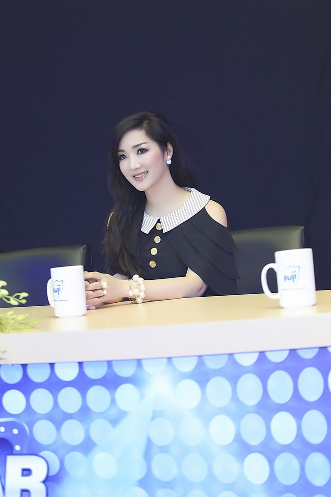 Hoa hậu Giáng My xinh đẹp, trẻ trung đi làm giám khảo - ảnh 11