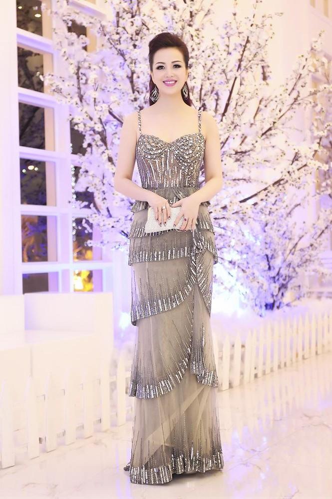 Hoa hậu Diệu Hoa 'lột xác' với style sang trọng, gợi cảm - ảnh 2
