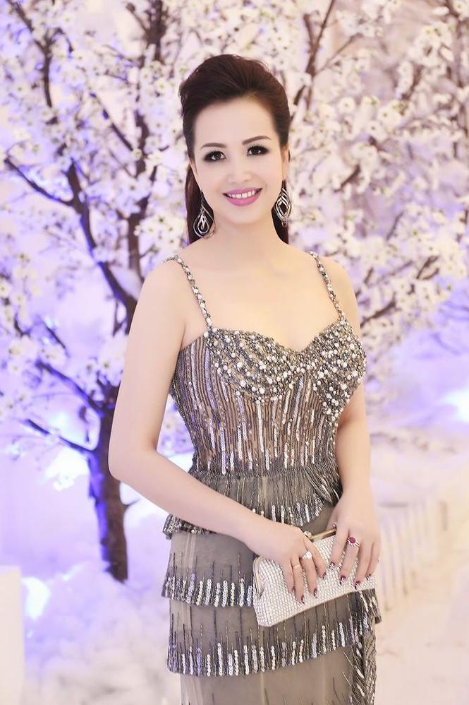 Hoa hậu Diệu Hoa 'lột xác' với style sang trọng, gợi cảm - ảnh 3